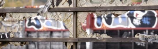 Genom enkla åtgärder som att hålla gatorna rena och reparera fönster kan det vara möjligt att minska brottsligheten, anser forskarna James Q Wilson och George L Kelling.